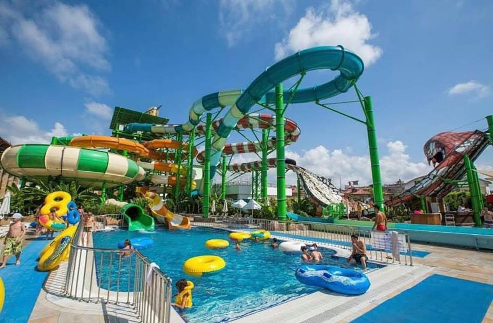 CRYSTAL WATERWORLD BELEK 5 stele